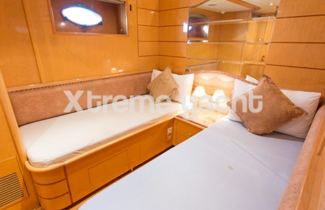 86ft Luxury Yacht Rental-18