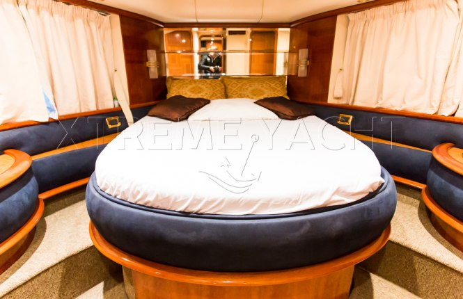 62ft Yacht Rental in Dubai Marina-8