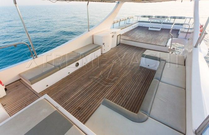 90ft Spacious Yacht Rental-4
