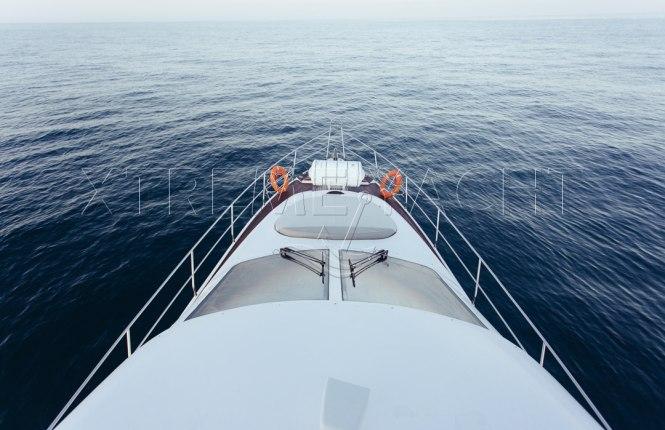 90ft Spacious Yacht Rental-3