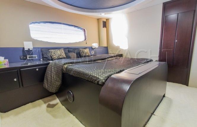 90ft Spacious Yacht Rental-8