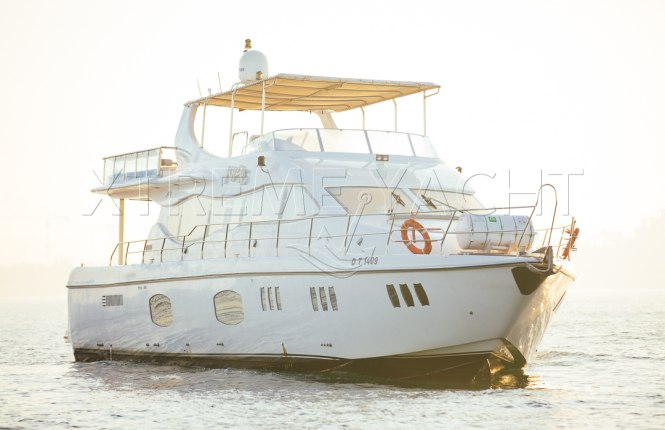 90ft Spacious Yacht Rental-2