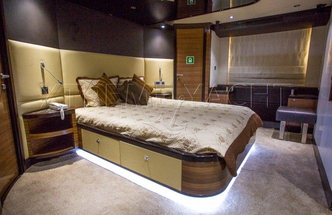 77ft Luxury Super Yacht-12