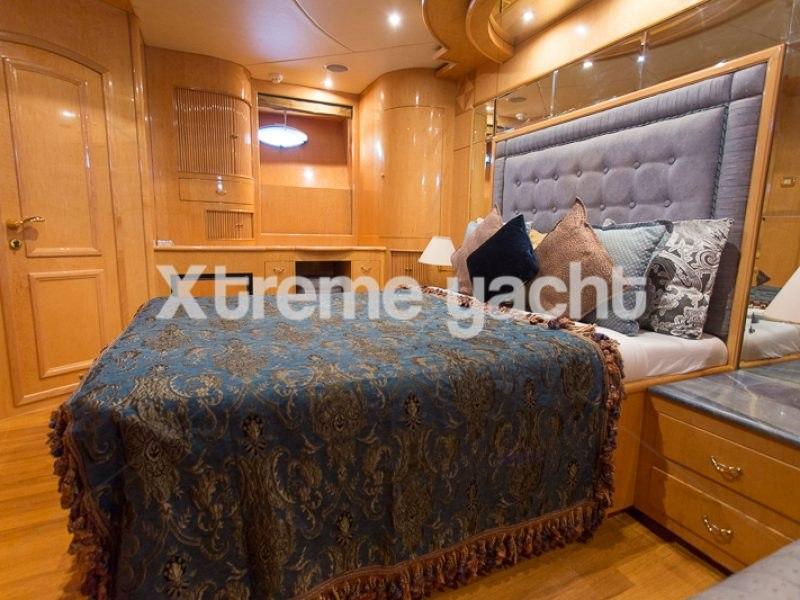 86ft Luxury Yacht Rental-16