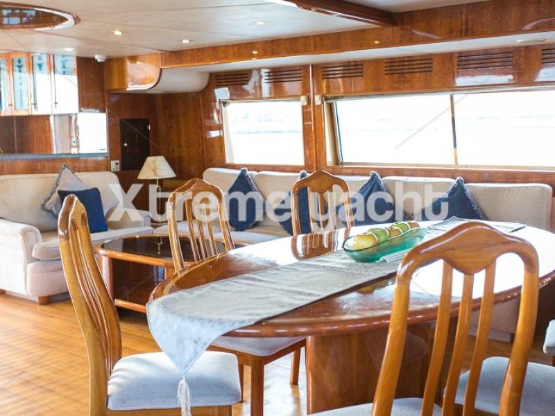 86ft Luxury Yacht Rental-3
