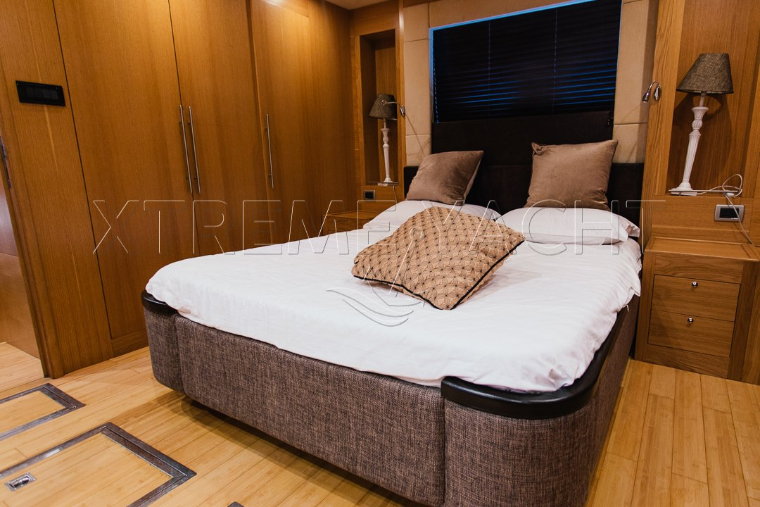 85ft Super Luxury Yacht-11