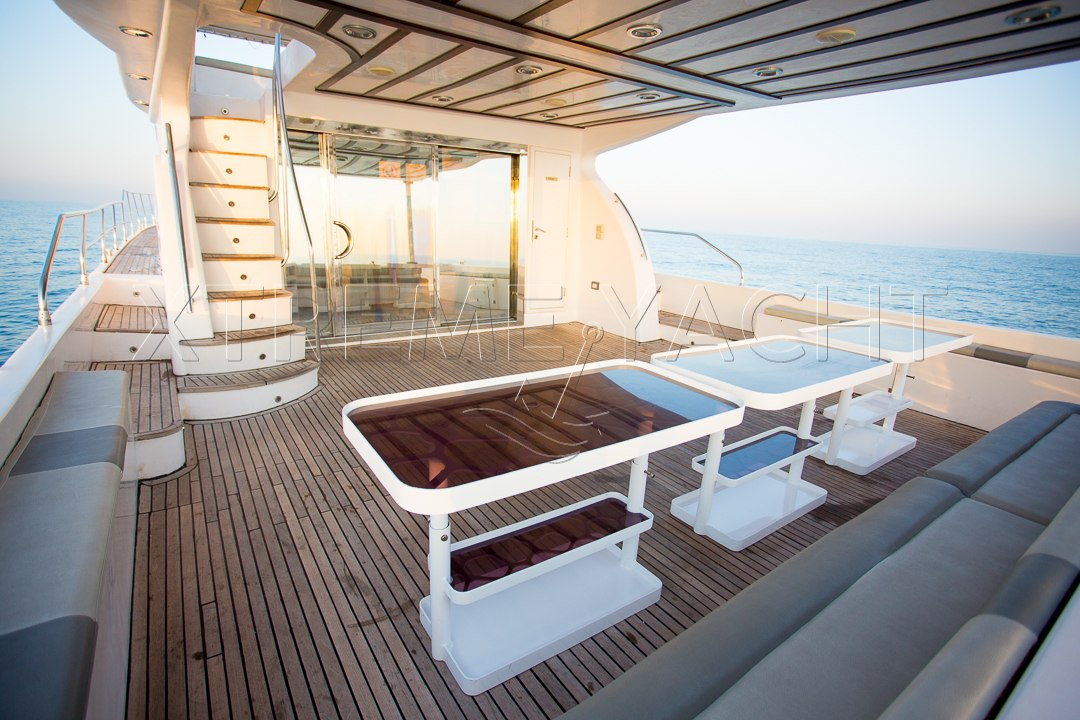 90ft Spacious Yacht Rental-4