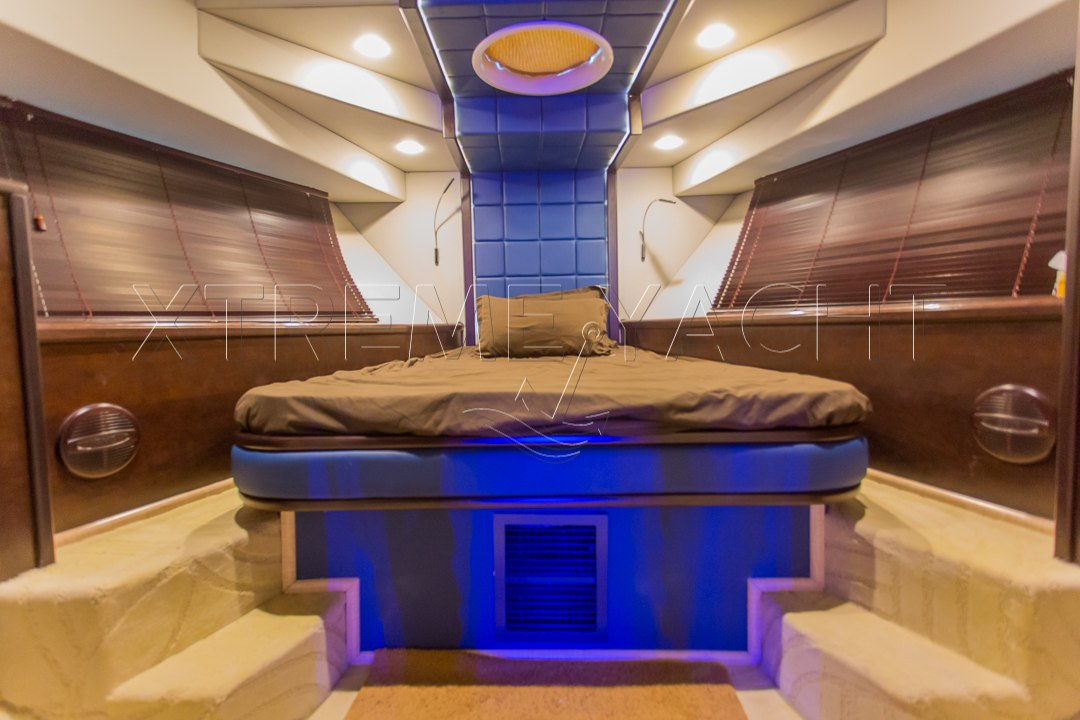 90ft Spacious Yacht Rental-5