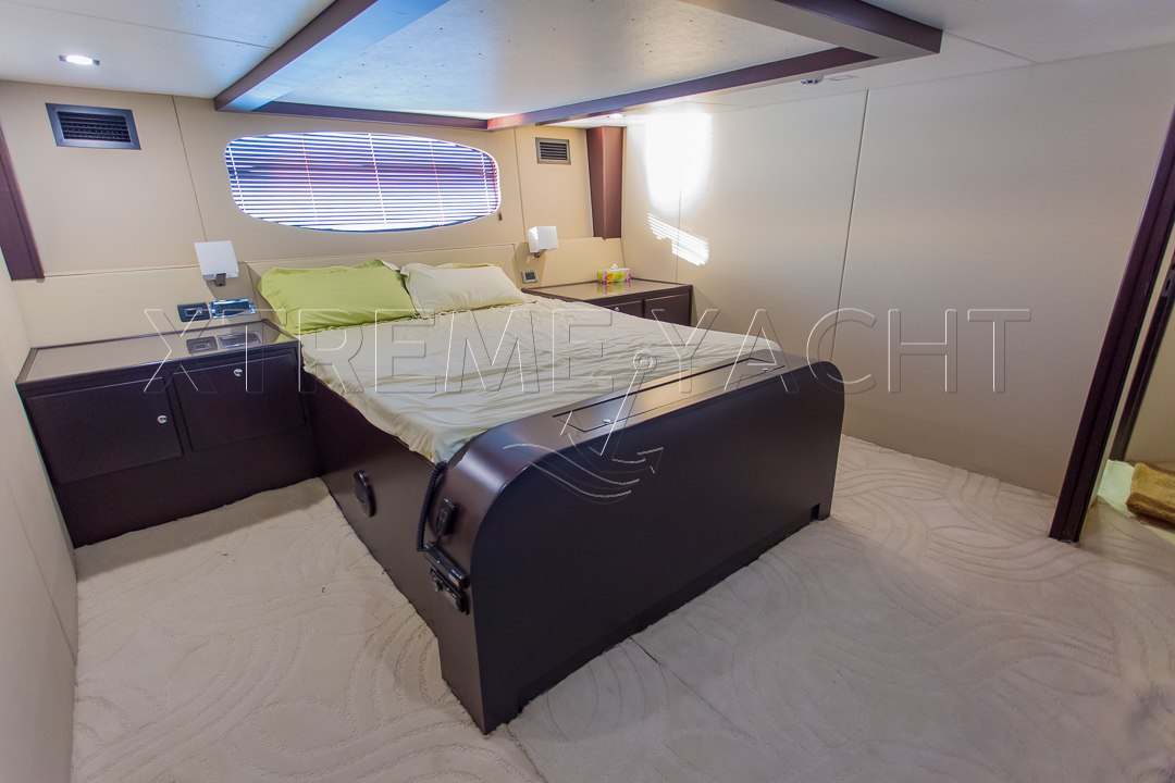 90ft Spacious Yacht Rental-6