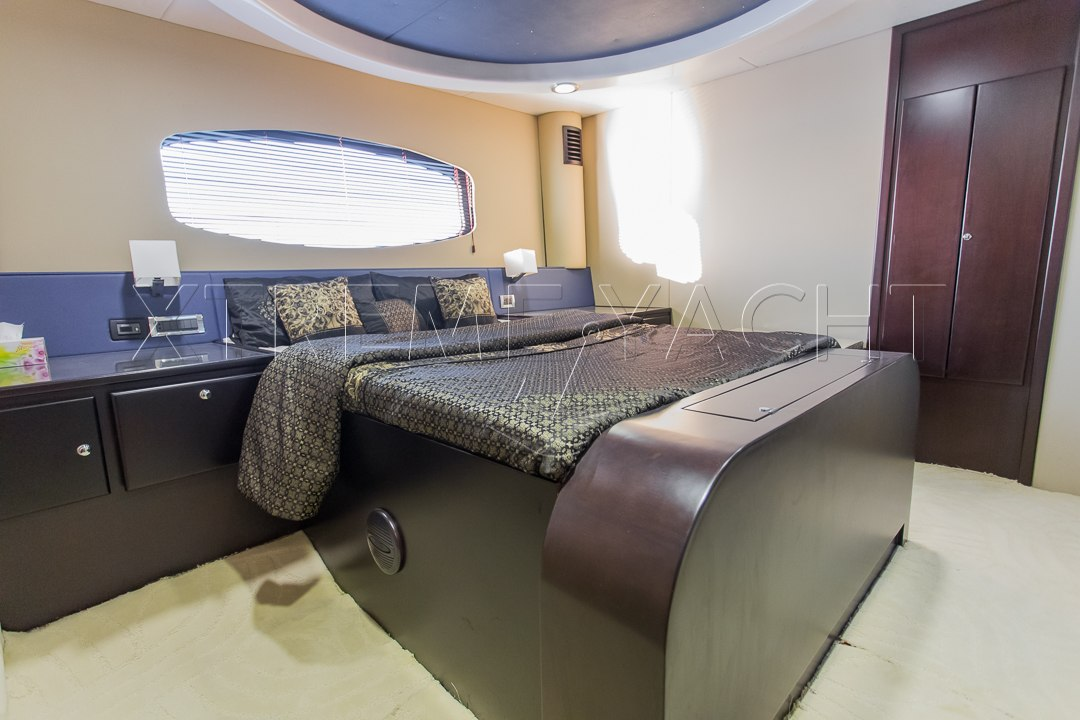 90ft Spacious Yacht Rental-7