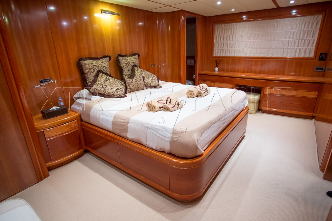 90ft Luxury SuperYacht-8