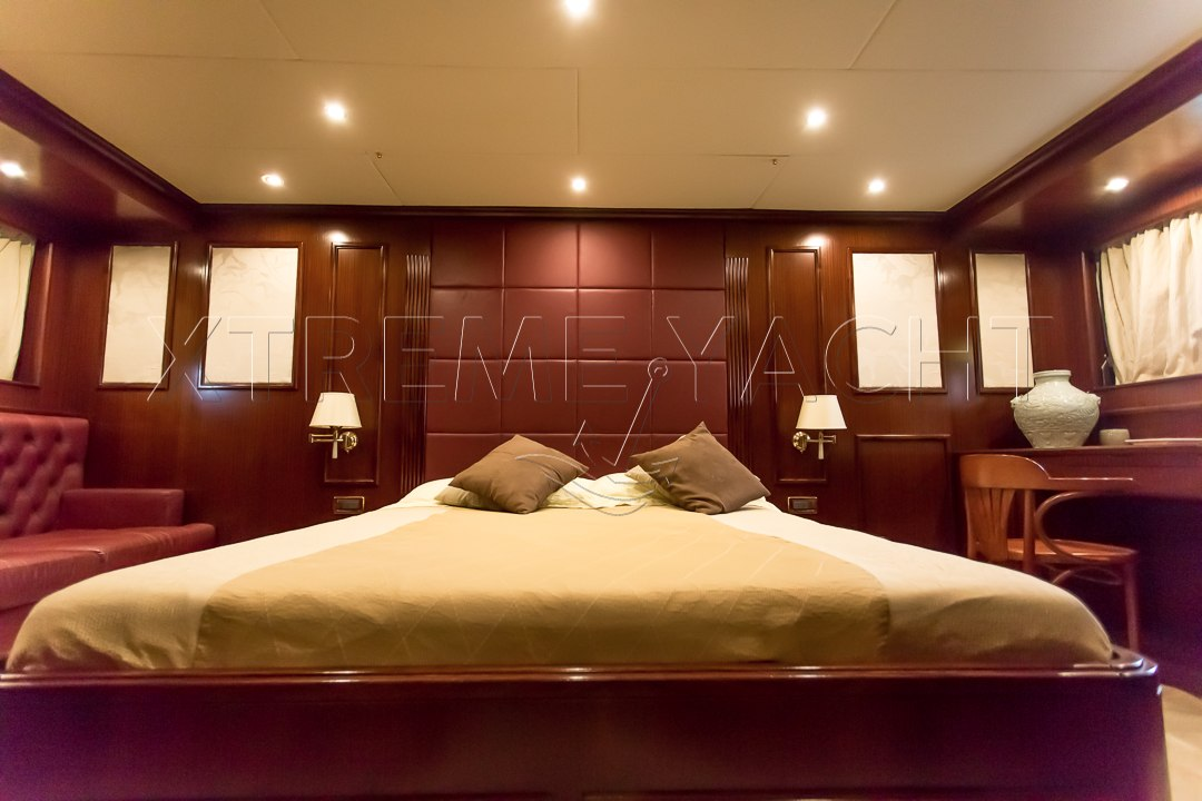 80ft Beautiful Yacht Rental-13
