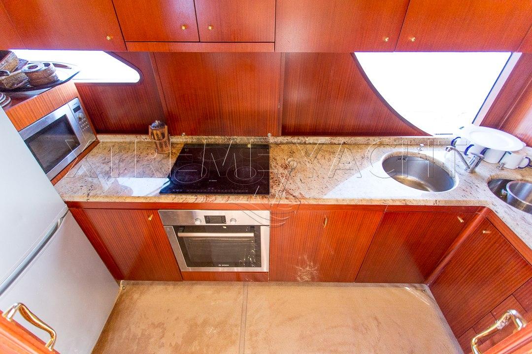 80ft Beautiful Yacht Rental-11