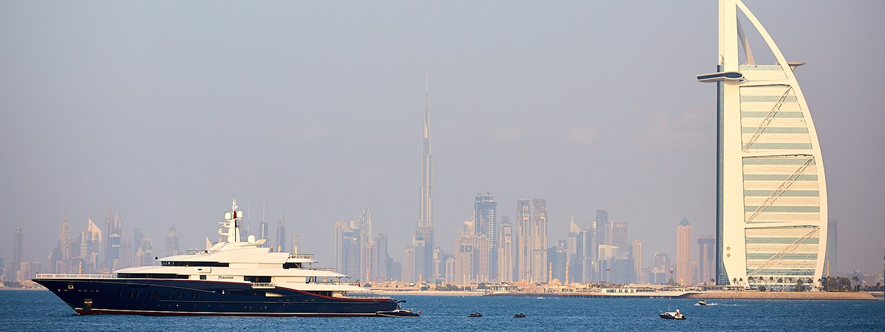 All Aboard! The Perks of Sightseeing on a Dubai Charter Yacht