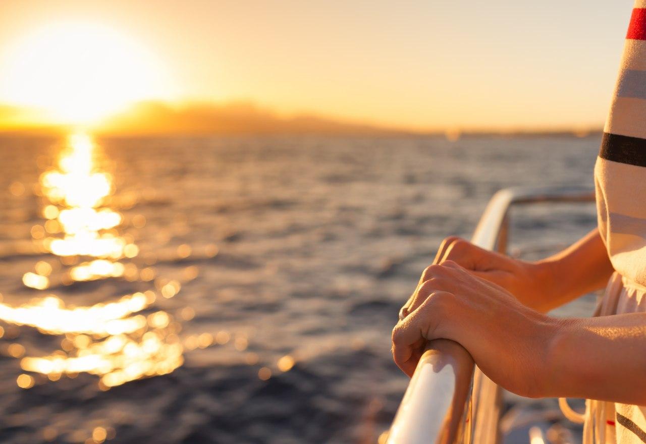 A Taste of Luxury: Sunset Yacht Cruises in Dubai