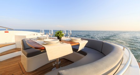 Romantic Dubai Yachting Trip